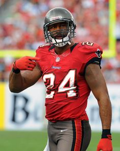 Darrel Revis,Tampa bay buccaners