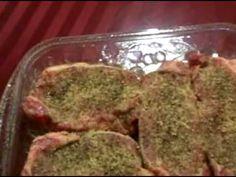 Aqui les muestro una receta facilisima de como preparar unos new york steaks a la pimienta acompañados con cebollitas yunos nopalitos asados Huy ya me dio hambre otra vez...