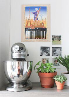 In our kitchen, and a robot clock Alessi KitchenAid Artisan - FrenchyFancy Kitchen Aid Mixer, Kitchen Appliances, Kitchens, Kitchenaid Artisan, Small Space Kitchen, Alessi, Elegante Designs, Decoration, Sweet Home