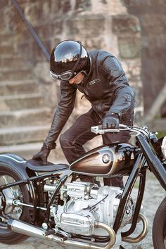 Vintage Motorcycles Muscle BMW's extraordinary remake of the iconic 1936 unveiled at the Villa… - Eighty years ago, BMW revealed the groundbreaking machine that influenced motorcycle design right up to the Bmw Motorbikes, Motos Bmw, Cool Motorcycles, Vintage Motorcycles, Bmw Scrambler, Bobber Motorcycle, Bobber Chopper, Motorcycle Design, Bmw Classic