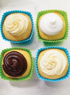 Hosting a cowboy-themed party for the kids? These adorable cupcakes are sure to be a hit! Chocolate Cream, Chocolate Ganache, Baking Cupcakes, Cupcake Recipes, Cowboy Cupcakes, Ricardo Recipe, Italian Meringue, Vanilla Frosting, Vegetarian Chocolate