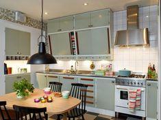 Sanna & Sania: Retrokök - this could work with the current punkborough kitchen 60s Kitchen, Kitchen Dinning, Vintage Kitchen, Home Interior, Kitchen Interior, Interior Design, Kitchen Furniture, Modern Furniture, Furniture Design