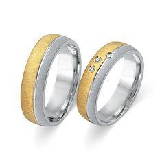 Trauringe Gold: Exklusive Eheringe aus 333er Gelb- und Weissgold in 5,5mm Breite. Das Angebot bezieht sich auf beide Eheringe und beinhaltet eine kostenlose Innengravur sowie ein Gratis-Etui. Unsere Gold Eheringe sind bombiert (von Innen abgerundet) wodurch sie angenehm zu tragen sind. Die Ringe können auch als Verlobungsringe, Partnerringe oder Freundschaftsringe getragen werden. Bitte beachten Sie, dass diese Ringe speziell für Sie angefertigt werden und daher vom Umtausch ausgeschlossen…