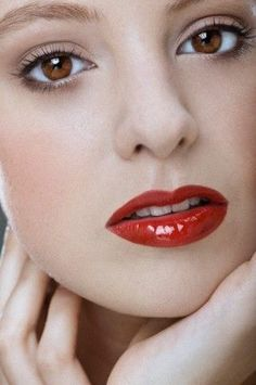 You are welcome to use liquid black eyeliner and dramatic false eyelashes like Marilyn Monroe because you still want those eyes to pop and compliment the red lip. Red Lip Makeup, Eye Makeup, Beauty Vanity, Lip Augmentation, Beautiful Lips, Black Eyeliner, Lip Plumper, Makeup Inspiration, Makeup Ideas