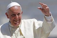 Pareja gay bautizó a sus tres hijos y el Papa los felicitó