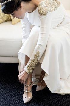 66 Ideas Valentino Bridal Shoes White Dress For 2019 White Bridal Shoes, White Wedding Dresses, Bridal Dresses, Wedding Gowns, Valentino Bridal, Valentino Heels, Mode Vintage, Gold Dress, Wedding Dress Styles