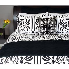 I love, LOVE this bedding!!  too bad they don't make it anymore and every place I've looked is sold out.  boo!  :(