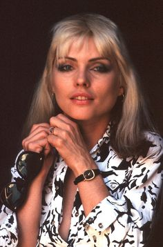 LOS ANGELES - Singer Debbie Harry of the New Wave pop group 'Blondie' pose poses for a portrait session in 1979 in Los Angeles, California. (Photo by Brian McLaughlin/Michael Ochs Archives/Getty Images) Debbie Harry Hair, Blondie Debbie Harry, First Rapper, Rock & Pop, Nostalgia, The New Wave, Female Singers, Famous Women, Woman Crush