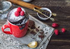 Microwave mug cake dessert recipes If you've ever craved a treat after dinner but don't want to go to the trouble of making a full pudding, these delicious and easy mug-to-microwave dessert recipes are just the ticket. Microwave Deserts, Mug Cake Microwave, Microwave Recipes, Easy Recipes, Nutella Mug Cake, Cake Mug, Chocolate Deserts, Single Serve Desserts, Perfect Chocolate Chip Cookies