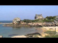 Trégastel è un comune francese di 2.507 abitanti situato nel dipartimento della Côtes-d'Armor nella regione della Bretagna. In riva al mare, è una delle località più famose della Costa di Granito Rosa.