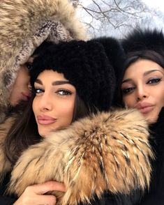 Fur Collars And Hoods: Photo Fur Jacket, Fur Coat, Fall Eyeshadow Looks, Selfie Sexy, Snow Outfit, Fur Accessories, Girls Selfies, Poses, Fur Fashion