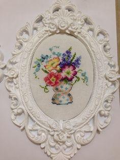 Creation Point de Croix 20, Veronique Enginger Cross Stitching, Cross Stitch Embroidery, Cross Stitch Patterns, Stitch 2, Cross Stitch Flowers, Vintage Roses, Needlepoint, Needlework, Creations