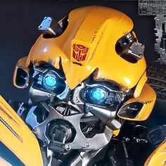 Transformers Bumblebee Collectible Figure by ThreeA Toys Transformers Bumblebee, Transformers Optimus, Bumble Bee Tattoo, Battle Robots, Last Knights, Hailee Steinfeld, Avengers Infinity War, Movie Trailers, Movies Showing