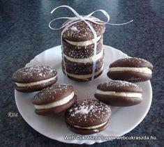 2012 december – Oldal 3 Woopie Pies, Hungarian Recipes, Hungarian Food, Eat Dessert First, Pavlova, Dessert Table, Oreo, Panna Cotta, Biscuits