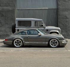 Have a look at this cool old land rover - what an imaginative theme Porsche 911 Classic, Porsche 911 Targa, Porsche Cars, Defender 90, Singer Porsche, Vintage Porsche, Classy Cars, Top Cars, Car Travel