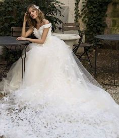 �� only for a princess!!! stunning butterfly wedding gown @dovitabridal soon in our new stylebook! #weddinggown #weddingdress #bridalgown #bridaldress #hochzeitskleid #brautkleid #stunning #traumhaft #stylebook #soon #butterfly #princess #prinzessin http://gelinshop.com/ipost/1523168225993868110/?code=BUjYW5zhsNO