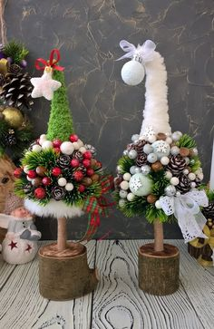 Cone Christmas Trees, Easy Christmas Decorations, Christmas Centerpieces, Christmas Crafts For Kids, Xmas Crafts, Christmas Art, Christmas Wreaths, Simple Christmas, Christmas Ornaments