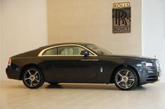 """Wraith ontworpen om grenzen te herdefiniëren , Wraith gastheer van de meest krachtige Rolls - Royce -motor ooit. Wraith is een onzichtbare kracht , geïnspireerd door de woorden van Sir Henry Royce : """" . Neem de beste die er bestaat en het beter te maken """" Onbeschaamd gebouwd om te leveren , maar daagt percepties en biedt de meest dynamische rijervaring in de geschiedenis van het merk ."""