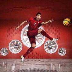 Cristiano Ronaldo con el nuevo uniforme de la Selección de Portugal