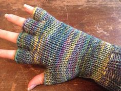 This pattern gives both written and picture instructions to create four types of gloves: fingerless, half fingered, mittens, and full fingered. Finger Crochet, Finger Knitting, Loom Knitting, Knitting Socks, Knitting Patterns, Fingerless Gloves Knitted, Knit Mittens, Knit Hats, Wrist Warmers
