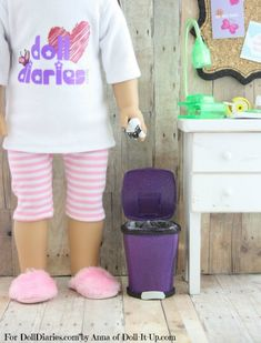 Tutorial for this adorable trash can for your dolls! Easy and it looks store-bought!