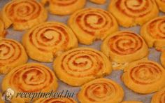 Sajtos érme recept Receptneked konyhájából - Receptneked.hu Cookies, Desserts, Food, Crack Crackers, Tailgate Desserts, Deserts, Biscuits, Essen, Postres