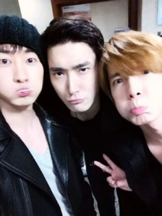 From left to right: Eunhyuk, Siwon, Donghae posing for their camera... it is really cute!!! I love them all! :)