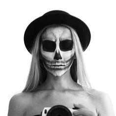 SOFIAMILK - skull makeup, black/white   http://sofiamilk.se/2015/september/far-man-tjuvstarta-halloween.html