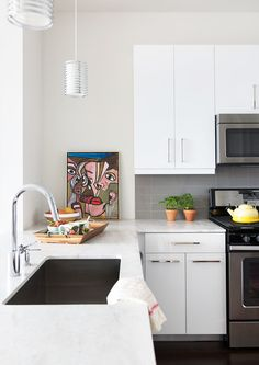 Pop Of Art - This Designer's Austin Apartment Is A Vintage Lover's Dream - Photos