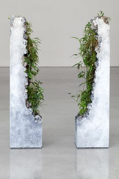 Архитектурные формы в саду | Elegant Life Portal II 2014 by Jamie North cement, marble waste, limestone, steel slag, coal ash, plastic fibre tree fern slab, various Australian native plants and Spanish moss 2 components: 107.0 x 26.0 x 26.0 cm each