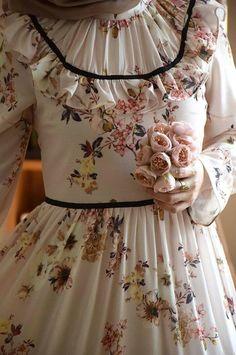 Modern Hijab Fashion, Islamic Fashion, Abaya Fashion, Muslim Fashion, Modest Fashion, Fashion Dresses, Hijab Style Dress, Dress Outfits, Casual Dresses