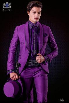 Italienne costume de mariage tuxedo violet. Châle revers avec satin contrast et 1 bouton. Laine mélangée tissu.