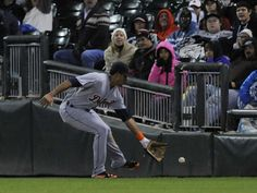 Tigers right fielder Steven Moya chases down an RBI