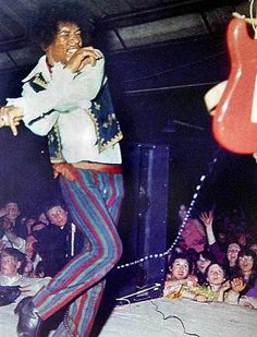 jimi Jimi Hendrix at Barbque which was held at Tulip Bulb Auction Hall in Spalding, Lincolnshire UK on Spring Bank Holiday (end of May) 1967 Rock Roll, Pop Rock, Easy Guitar, Guitar Tips, Woodstock, Hard Rock, Jimi Hendricks, Voodoo, Psychedelic Music