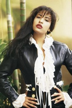 ♥Selena Quintanilla Perez♥ one of my favorite pictures