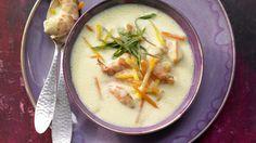 Diese Suppe heizt ordentlich ein: Ingwersuppe mit Garnelen, Möhren und Kürbis | http://eatsmarter.de/rezepte/ingwersuppe