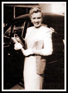 ❤Marilyn Monroe ~*❥*~❤ A rare photo of Marilyn Monroe, 1950.