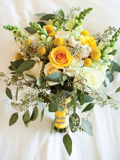 Charming Garden Wedding in Houston TX 2019 Bouquet of craspedias snapdragons roses and eucalyptus. Flowers by Virginia Wills. Photo by Akil Bennett. The post Charming Garden Wedding in Houston TX 2019 appeared first on Flowers Decor. Yellow Wedding Flowers, Bridal Flowers, Floral Wedding, Wedding Colors, Diy Flowers, Trendy Wedding, Bouquet Flowers, Yellow Weddings, Yellow Wedding Decor
