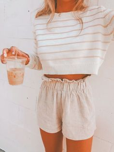 Süße Sommeroutfits girly süße sommeroutfits girly, jolies tenues d& girly, lindos trajes de verano femeninos, süße Som. Crop Pullover, Cropped Sweater, Cool Summer Outfits, Spring Outfits, Summer Shorts, Outfit Summer, Short Outfits, Trendy Outfits, Short Dresses
