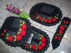 Jogo DELICADO 4 peças <br>feito com fio 100% algodão <br>flores feitas com fio duna <br>a cor pode ser escolhida pelo cliente