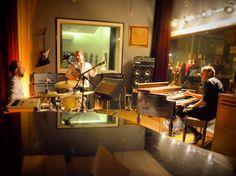 Esta quinta 15/06 21h tem @hammondgrooves @ @familymob.studio aberura do sueco Adam Evald.  #hammondgrooves #organtrio #souljazz #jazztrio #jazzorgan #organjazz #hammondb3 #guitarra #bateria #hammond #guitar #drums #lesliespeaker #musica #show #altodalapa #tbt #family #familia #show #jazz #quintaderegaleira #foto: Ale Palareti