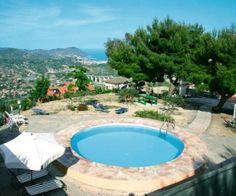 Liguria to najmniejszy z regionów Włoch. Zachwyca wspaniałymi krajobrazami i przepięknym wybrzeżem. My polecamy zakwaterowanie w miejscowości Imperia:  http://www.wakacyjnywynajem.pl/noclegi/16040-wakacyjny-apartament-viola/szczegoly