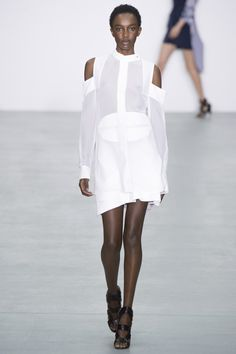 love an all white springtime look Antonio Berardi Spring 2017 Ready-to-Wear Fashion Show - Nicole Atieno