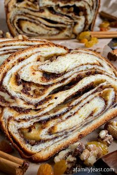 Cinnamon Raisin Swirl Babka - It& actually easy to make this incredible babka! Process photos included in recipe. Cinnamon Raisin Swirl Babka - Its actually easy to make this incredible babka! Process photos included in recipe. Cinnamon Babka, Cinnamon Raisin Bread, Cinnamon Swirls, Cinnamon Rolls, Cinnamon Muffins, Cinnamon Cookies, Cinnamon Powder, Cinnamon Spice, Almond Cookies