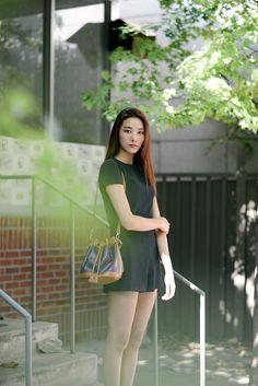 Model : Lee Hyun Ji (YG Kplus) wearing MISCHA bucket bag