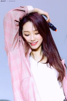 Kpop Girl Groups, Korean Girl Groups, Kpop Girls, Neon Girl, Pop Photos, South Korean Girls, Daniel Wellington, Rapper, Idol