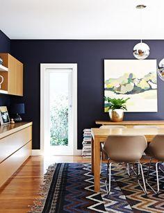dining room, dark walls, love the art -- the design files Indigo Walls, Dining Room Blue, Dining Table, Dining Area, Dining Chairs, Ideas Para Organizar, Living Spaces, Living Room, Dark Walls