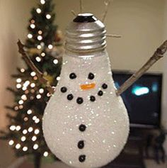 Save those lightbulbs! #Reuse them for handmade Christmas ornaments to keep the kiddos occupied #recycledornaments #kidsactivity