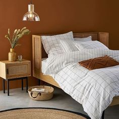 Blogger & Content Creator (@amoureusement_mode) • Photos et vidéos Instagram Oak Beds, Light In, Cotton Duvet, Rattan, Small Spaces, Duvet Covers, Home Furniture, Pillow Cases, Bedroom Decor