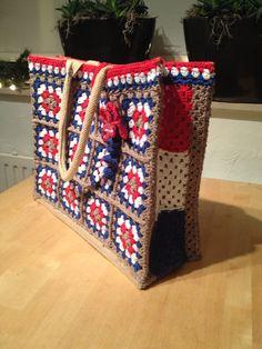 Ah tas gepimpt met PTT kleuren gehaakt van granny squares basispatroon